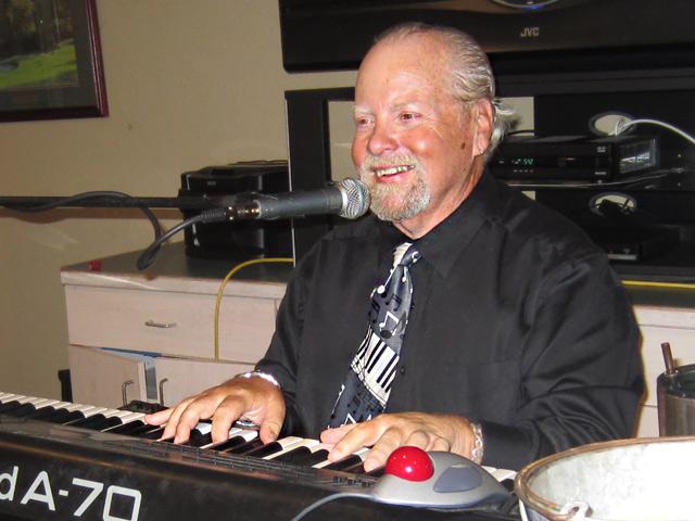 Tim-Goodman on keyboard