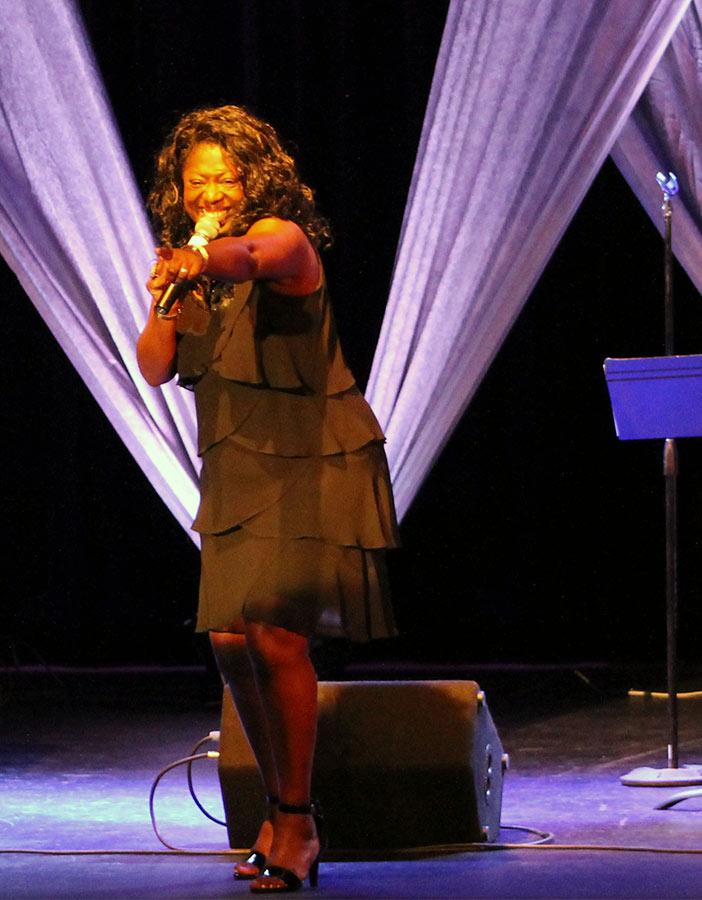 Verceal Whitaker sings Nino's @NIGHT