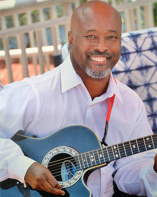 Robert Holifield to perform solo at Nino's Bakery and Restaurant